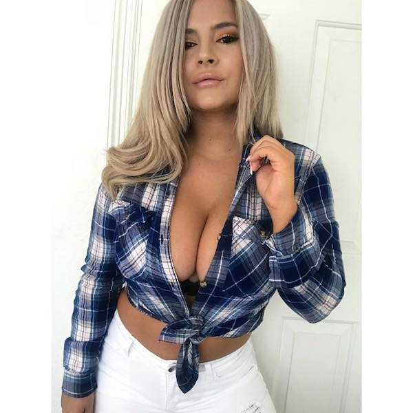 It's flannel season and these girls are staying warm