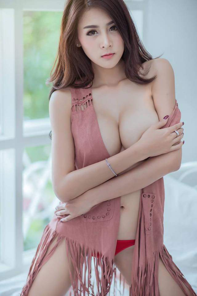 Aumboon Sukklai Sexy Hot Picture and Photo