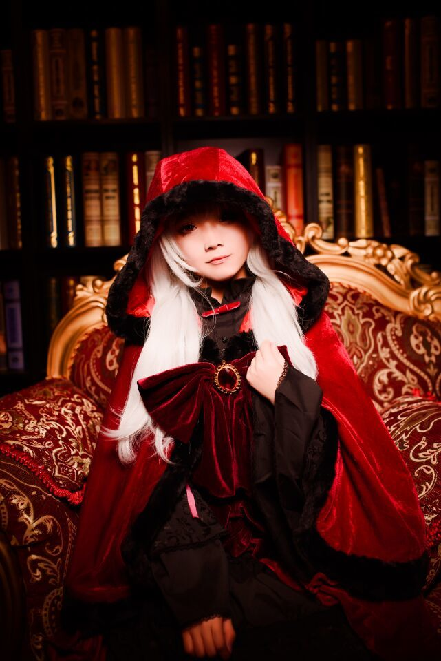 K King of The Reds Anna cosplay