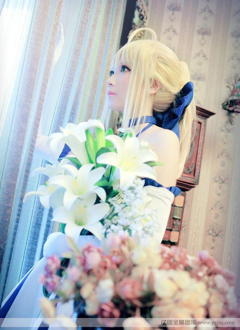 White beauty Saber Queen COSPLAY true