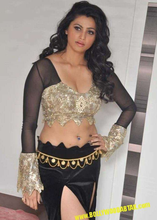 Hot Actress Daisy Shah Sexy and Bold Latest Photos Gallery