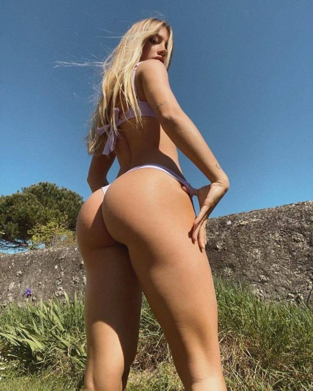 The Best 'Rear View' Photos Around The Net