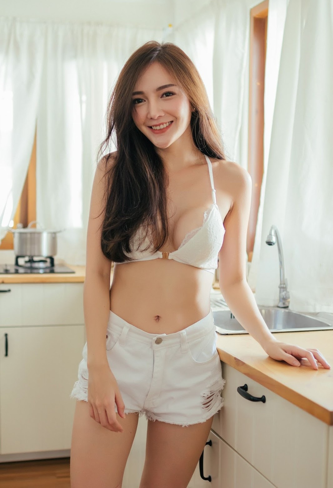 Thailand sexy model Rossarin Klinhom with photo album By your side