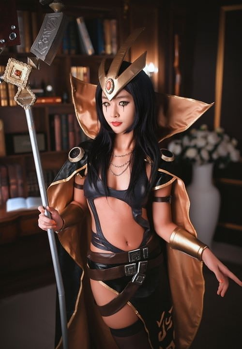 Awesome League of Legends LeBlanc cosplay by Elda