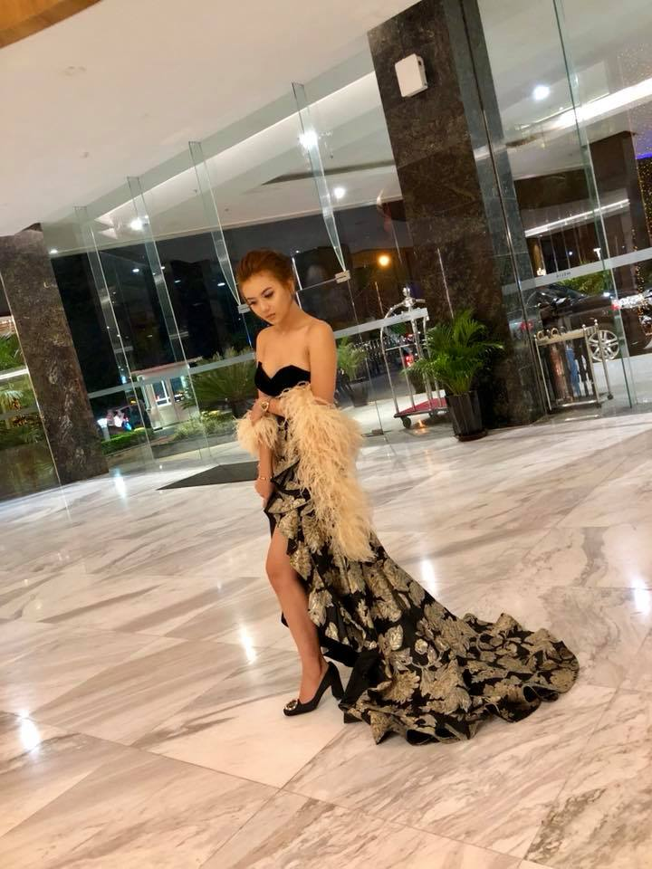 Shwe Mhone Yati Fashion Outfit in Style