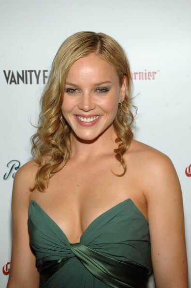 Abbie Cornish sexy boobs pictures (2)