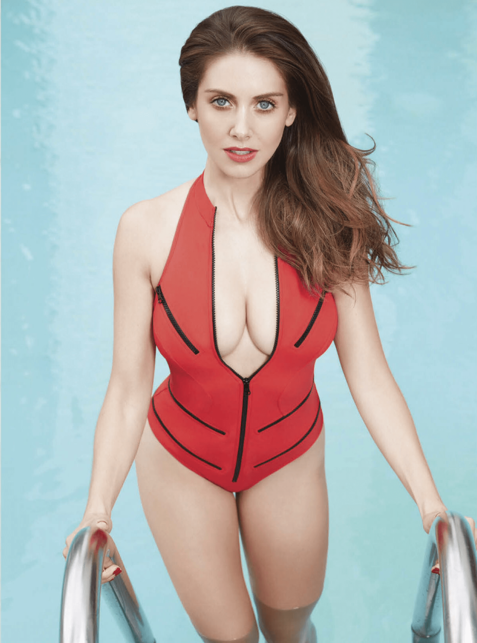 Alison Brie Sexy Cleavage