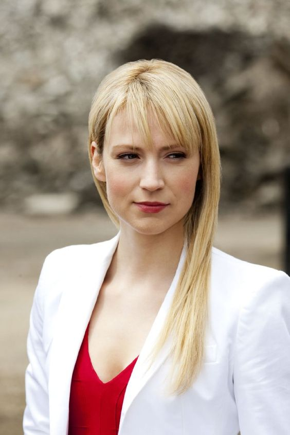 Beth Riesgraf hot women picture