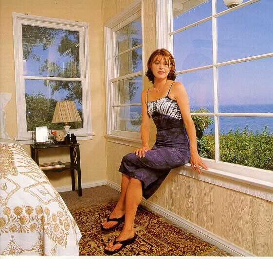 Jane Leeves sexy look pic (1)