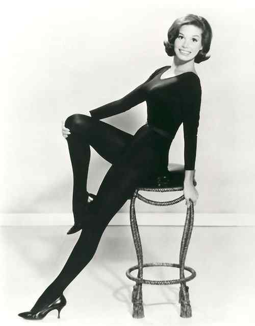 Mary Tyler Moore side pose