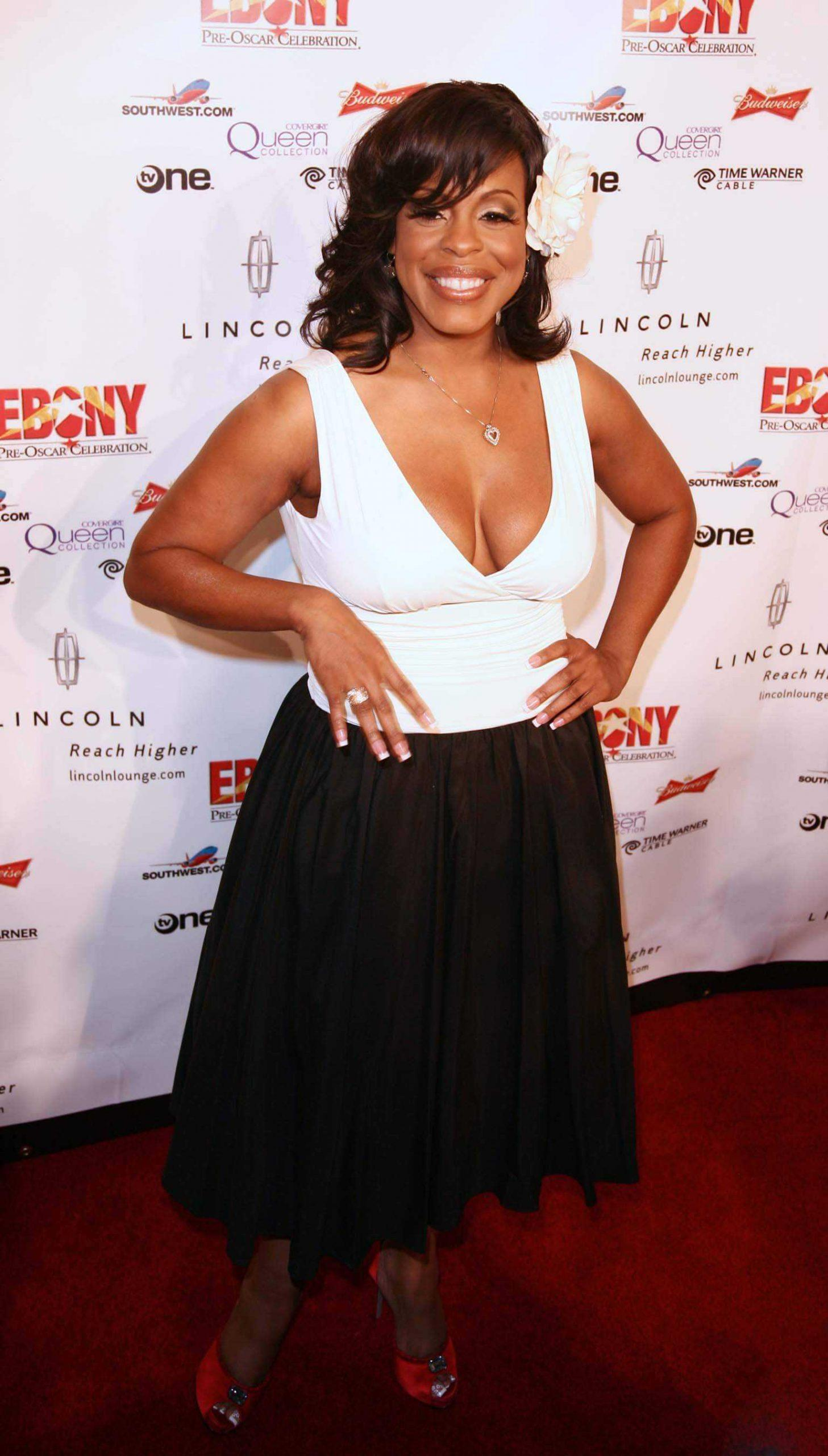 Niecy Nash cleavages pics