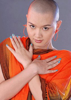 Myanmar popular model girl, Pearl Win's without hair style