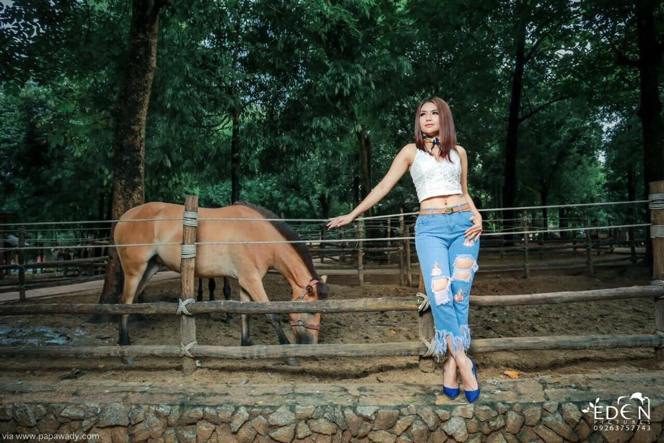 Baby Mg Shows Off Her Beauty In Blue Tight Jeans Fashion Style