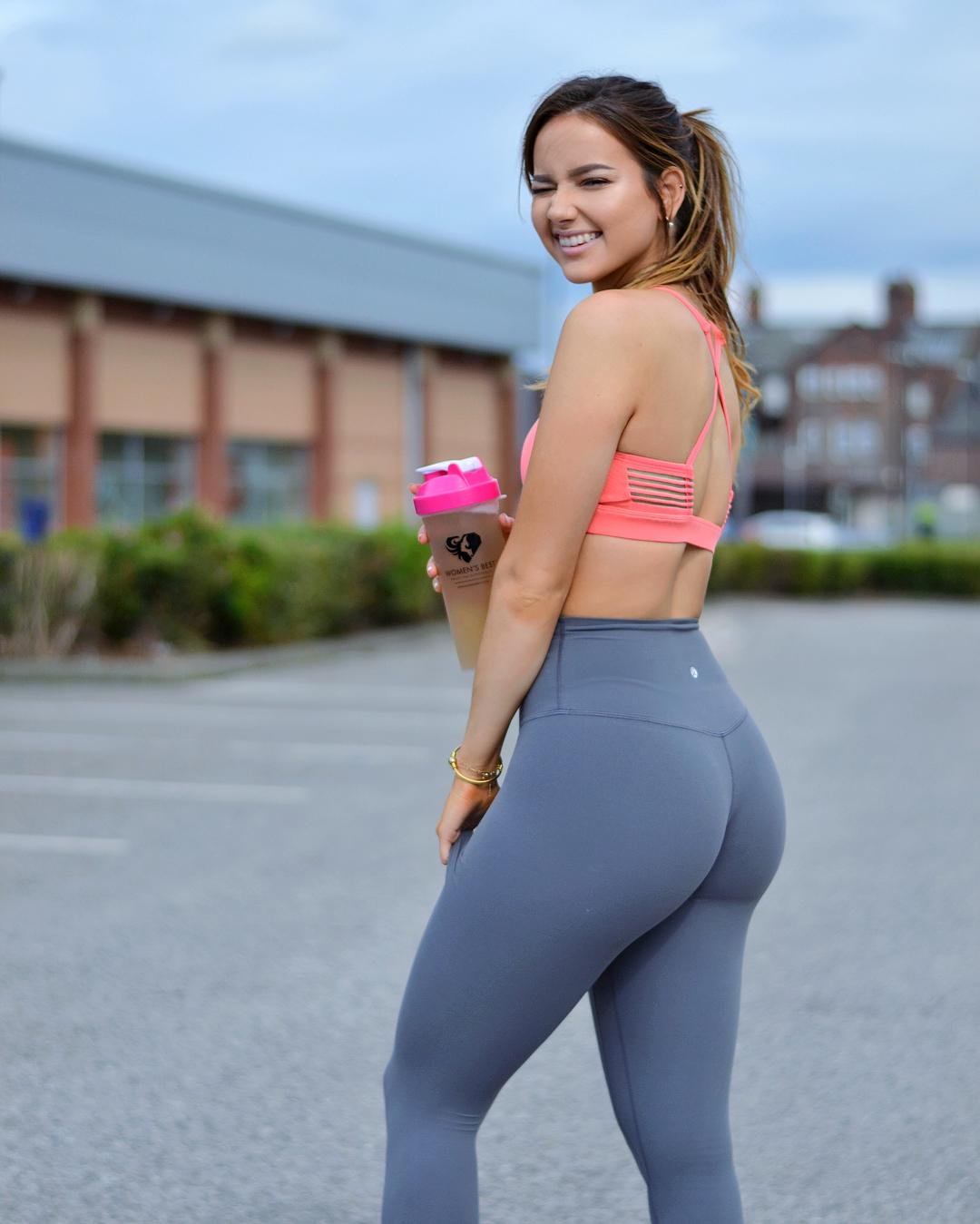 Isabela Fernandez Big Booty Sport Picture and Photo