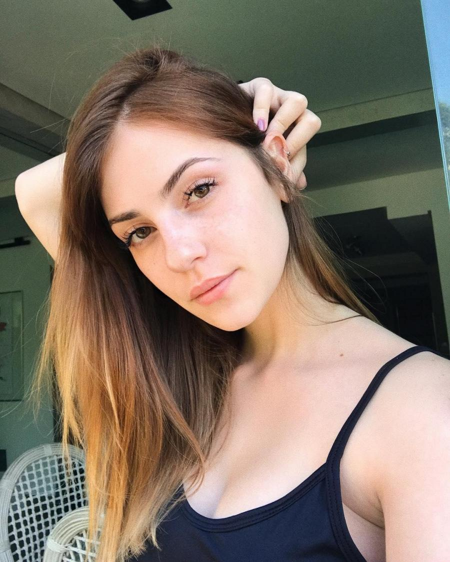 Karol Queiroz Sexy Picture and Photo