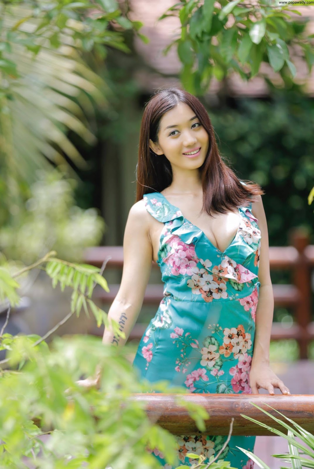 Lu Lu Aung In Black Jacket Fashion : All Black Style Outdoor Photoshoot