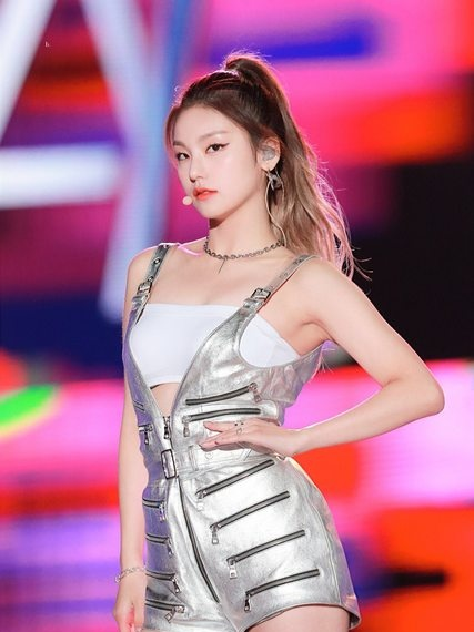 South Korea's positive sister itzy yeji is very difficult to be electrified by her eyes