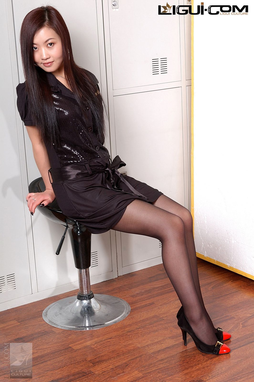 """Model Xiaolulu """"Carrying the Black Silk to the End"""" [丽柜LiGui] Silk feet photo pictures 30"""