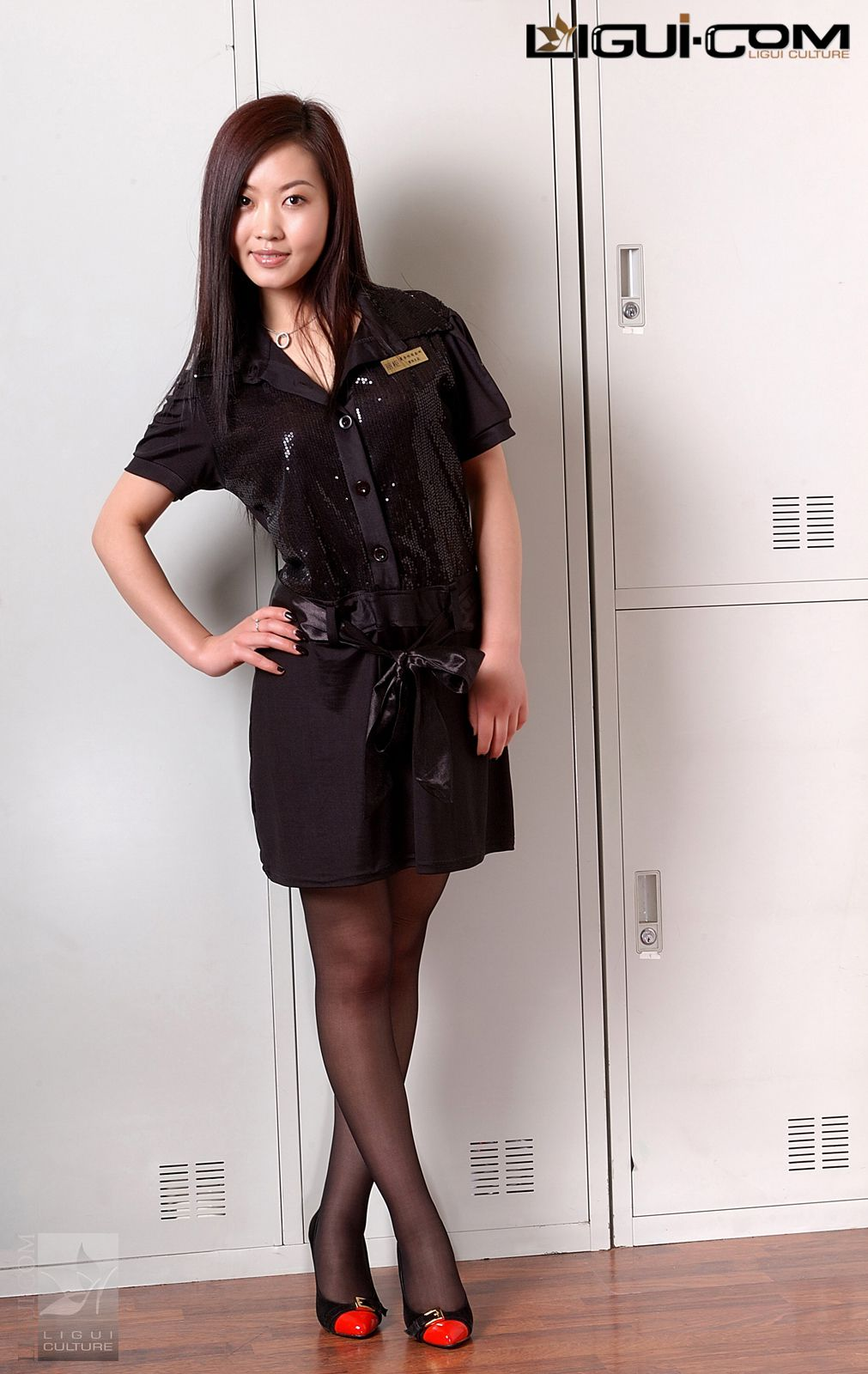 """Model Xiaolulu """"Carrying the Black Silk to the End"""" [丽柜LiGui] Silk feet photo pictures 9"""