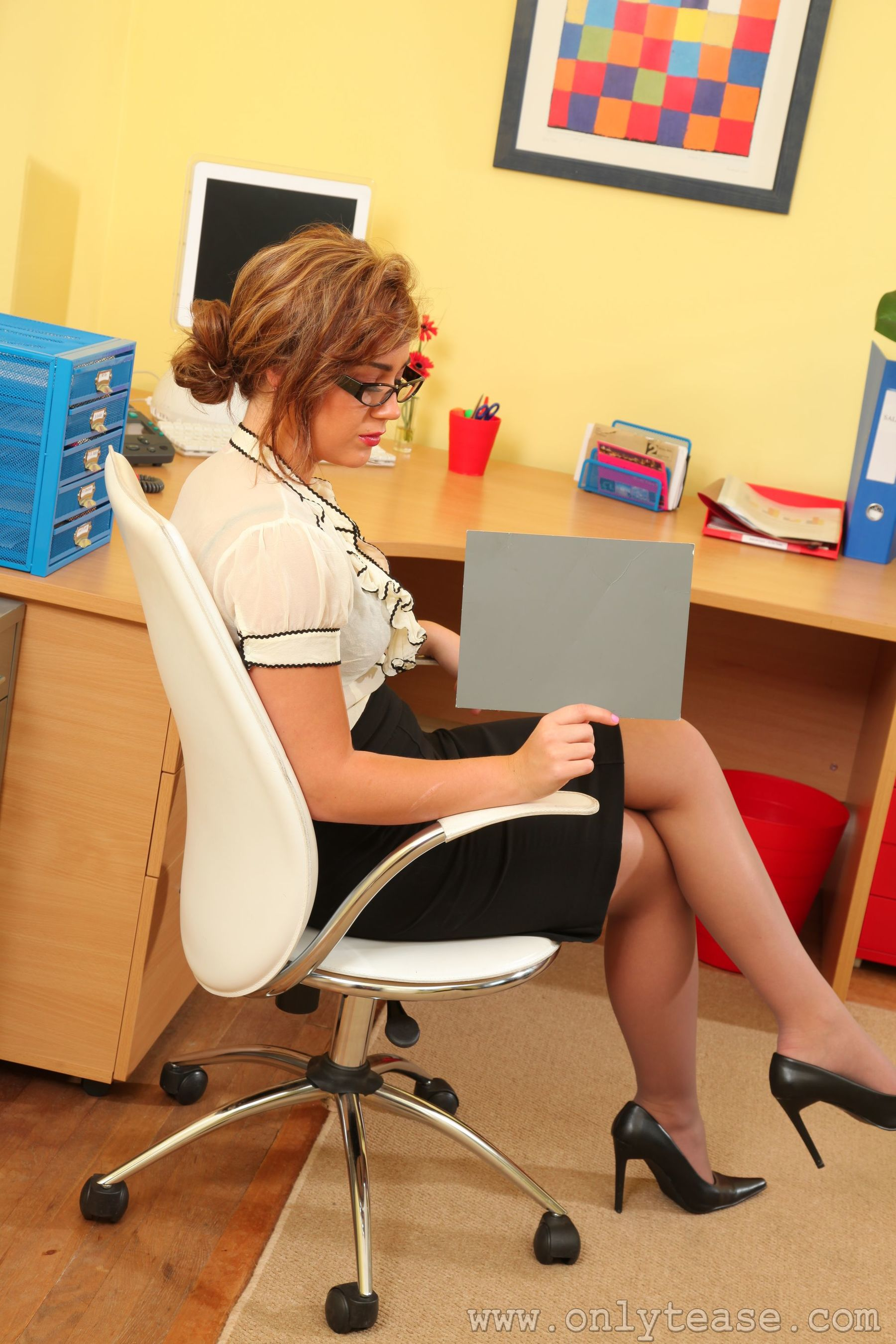 """[Only Tease]  Geena M """"Office Glasses Mature Woman"""" Photo Album"""